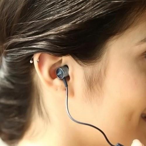 AKG K376 Высокопроизводительная наушники-вкладыши с встроенным микрофоном и одной кнопкой синего цвета