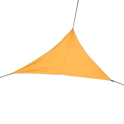 Vela de sombrilla triangular al aire libre