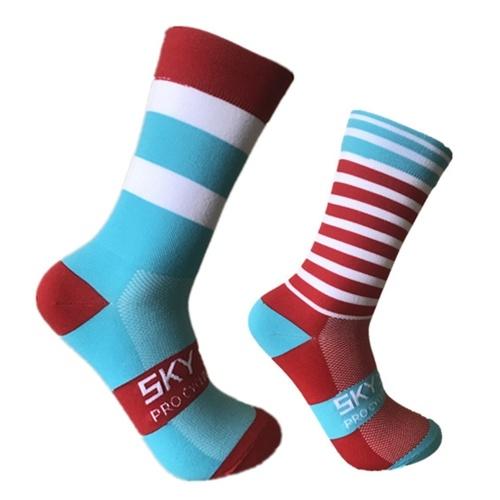 Moisture-wicking Cycling Striated Socks Image