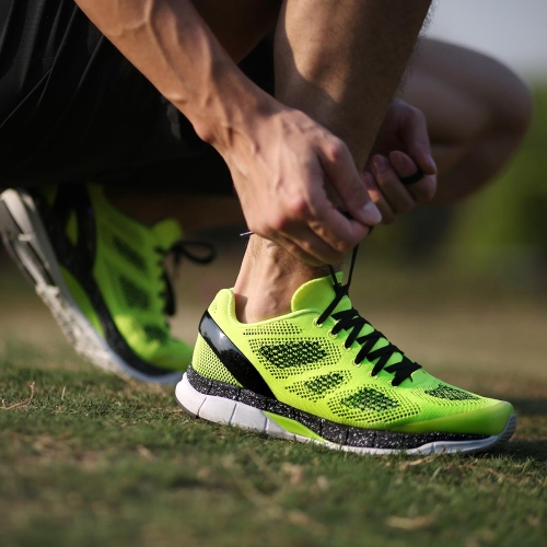 Bmai カジュアル通気性メッシュ防止ツイスト屋外スニーカー軽量男性用スポーツの靴を実行しています。