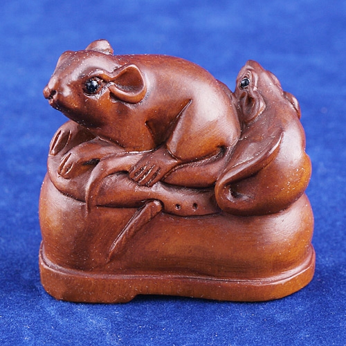 Handcraft Boxwood Wood Netsuke 2 Mouse Shoe