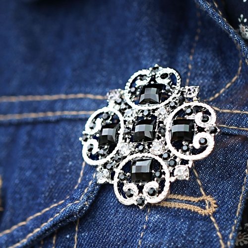 Charming Retro Luxurious Vintage Silver-toned Rhinestones Brooch